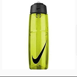 NEW Nike T1 Flow Swoosh 32 oz water bottle green